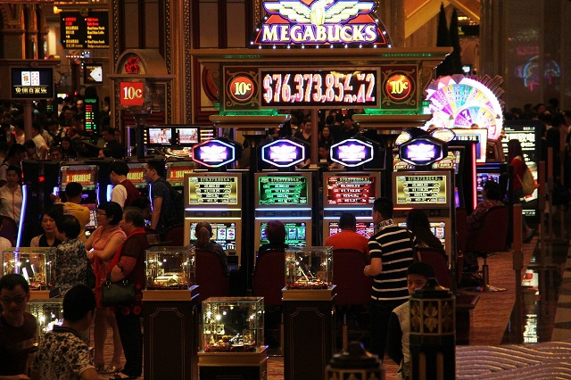 How to save money even when you're in casinos
